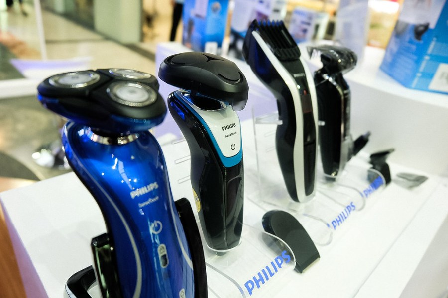 PHILIPS AQUATOUCH WET AND DRY ELECTRIC SHAVER07