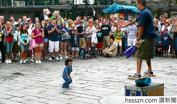 --little---crowd-pleaser-4d4b35adce2ba_hires_609_360