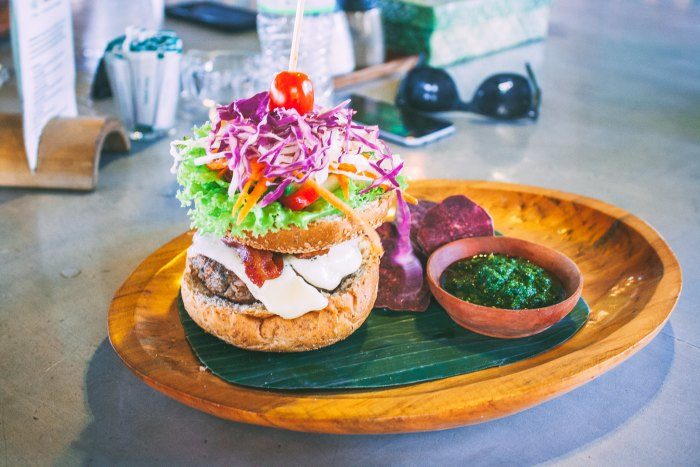 A First-Timer's Guide to Uluwatu, Bali (OM Burger)