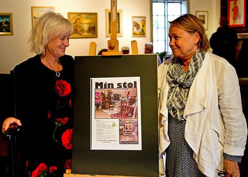 Inger Rosenberg och Pia Lundqvist är lärare vid Särskild utbildning för vuxna. Stolutställningen är resultatet av ett helt års intensivt arbete där eleverna lagt ner hela sin själ.