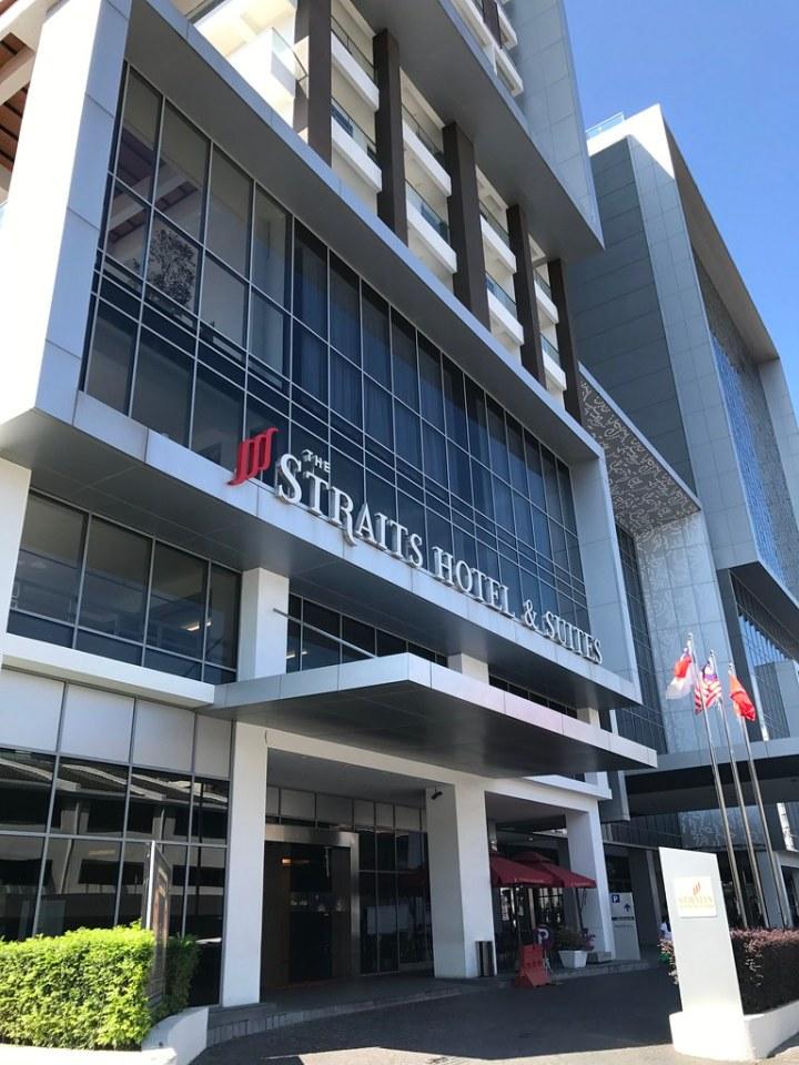 Pengalaman Budiey Menginap Di The Straits Hotel & Suites