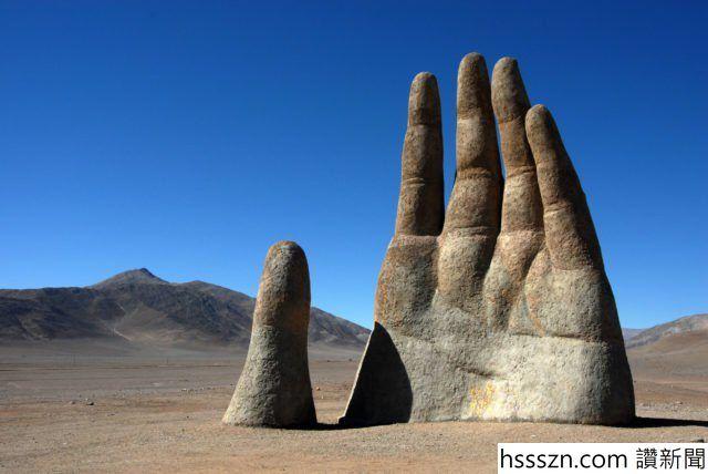 Hand-in-the-Atacama-Desert-in-Chile-640x428_640_428