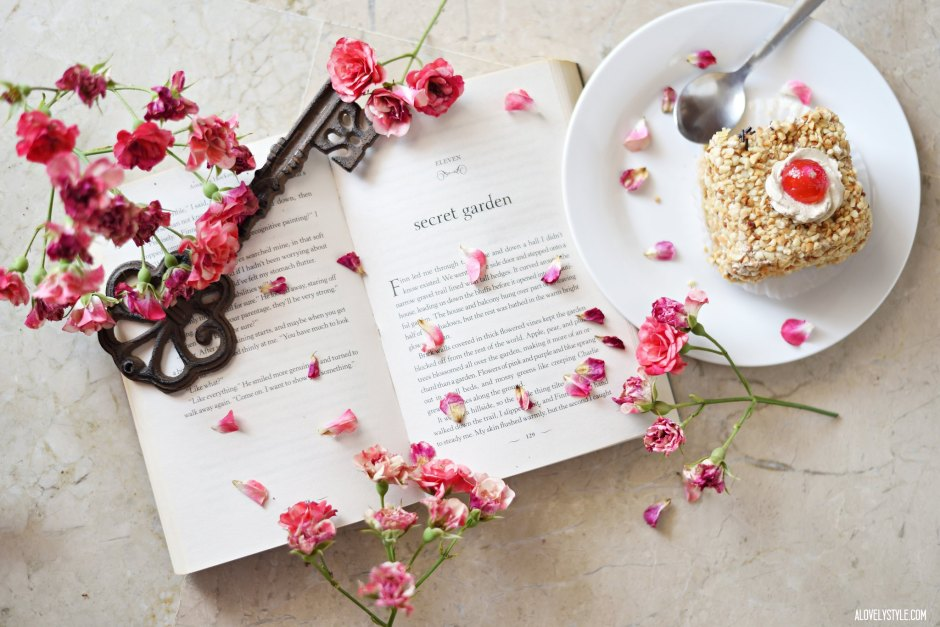 book-secret-garden-roses-reading-weekend-blogger-lover-london