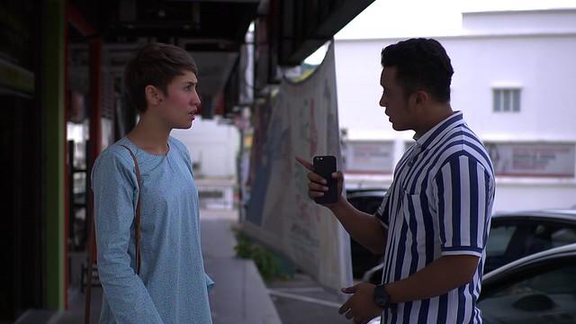 Ozlynn Wati dan Taufiq Hanafi dalam telemovie Sana Aidil Sini Fitri