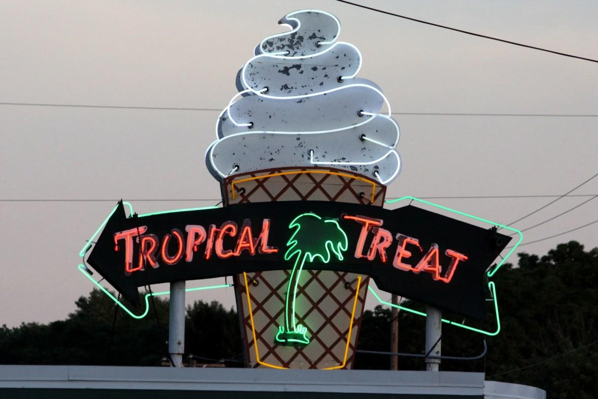 Tropical Treat - 2279 Carlisle Pike, Hanover, Pennsylvania U.S.A. - June 24, 2017