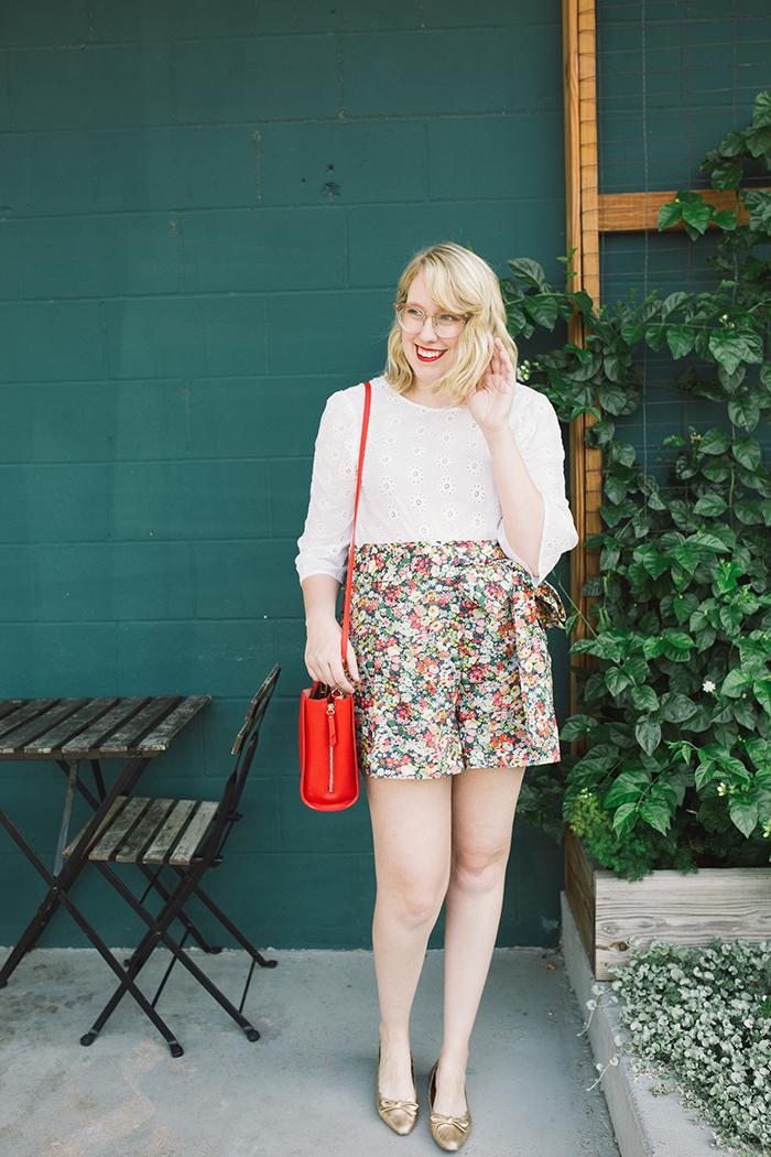 austin style blogger writes like a girl floral jcrew tie waist shorts5