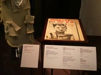 f0ee8bd12c Victoria & Albert Museum di Londra - Abiti in mostra nella Fashion ...