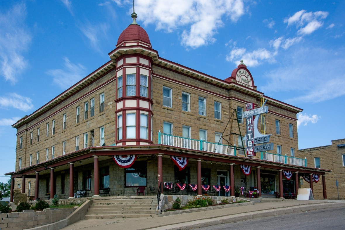 Graves Hotel - 106 Central Avenue South, Harlowton, Montana U.S.A. - July 1, 2017
