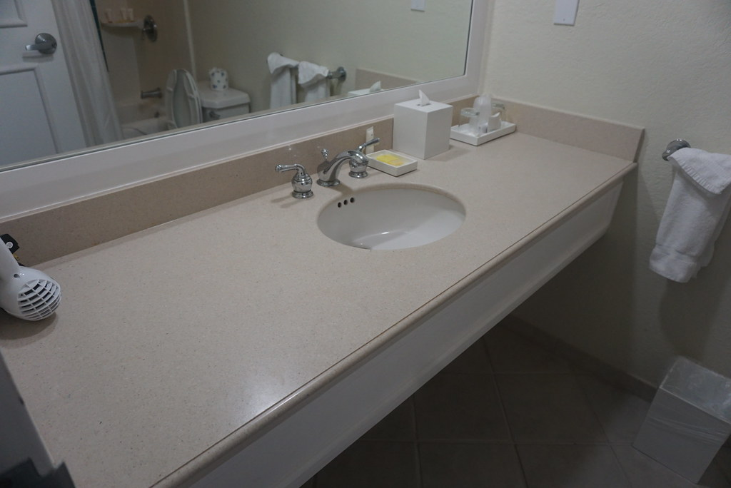 grand lucayan resort bathroom