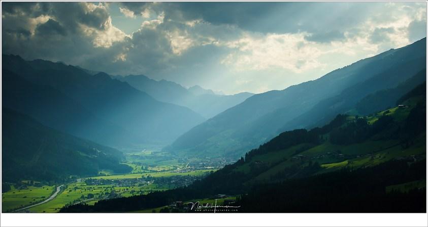 Uitzicht vanaf Pass Turn, met het spel van licht en schaduw in het dal (Sony A9 + Canon EF 70-200L II @ 70mm | ISO400 | f/2,8 | 1/4000)