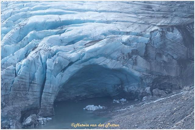 vanaf het pad tussen de tunnels heb je een mooi uitzicht over de gletsjer