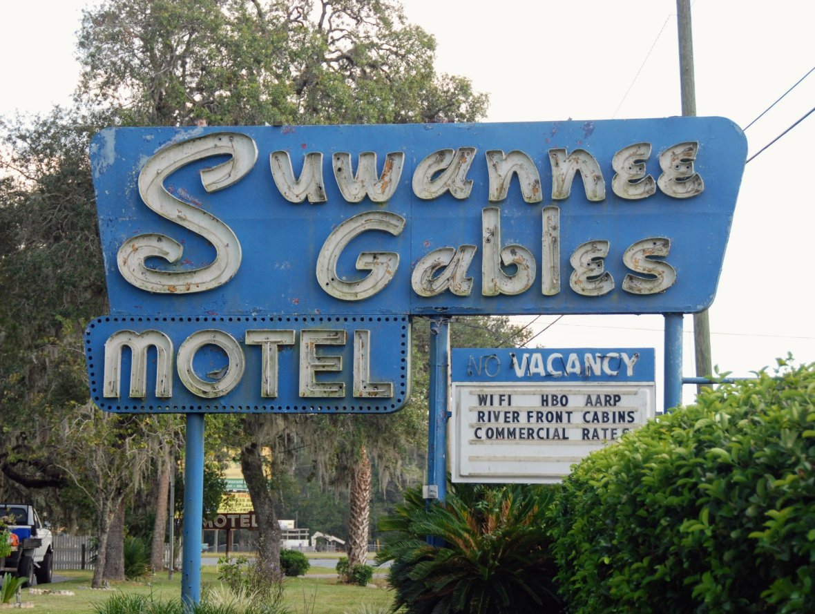 Suwannee Gables Motel and Marina - 27659 SE Highway 19, Old Town, Florida U.S.A. - September 28, 2017