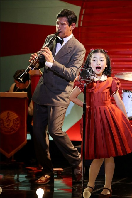 Hwang as Lee Kang-ok, a bandmaster who plays the clarinet, and Kim Su-an as his daughter So-hee. (Credit: GVP)