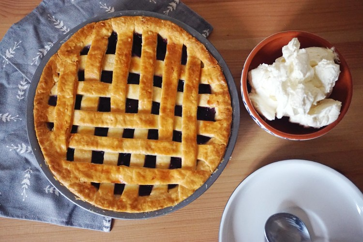 Gluten free yoghurt pie crust recipe | gluten free lattice cherry pie with whipped cream