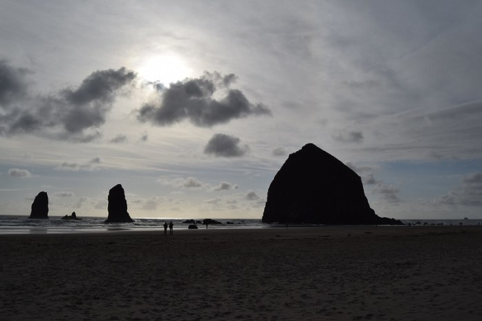 Cannon Beach, Oregon - Paseando por la playa al atardecer