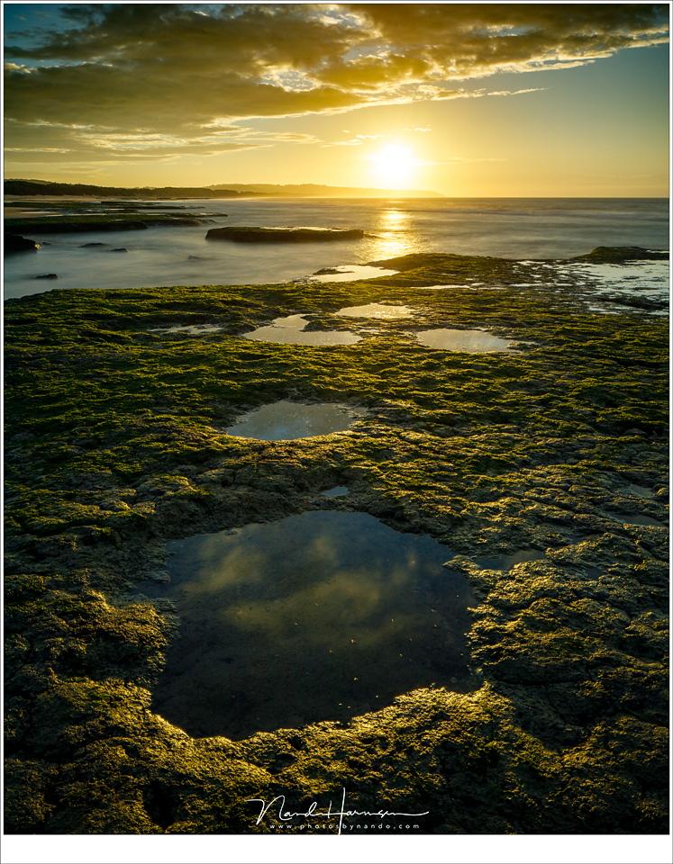 Getijdenpoelen aan het strand. Door het ontbreken van hoogteverschillen is het relatief makkelijk om alles scherp in beeld te krijgen door het gebruik van tilt (Canon EOS 5D mark IV + TS-E 24mm f/3,5L II | ISO100 | f/11 | 8sec | Haida 15 stop ND)