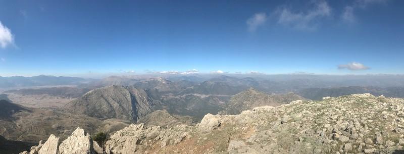 Πανοραμική θέα από την κορυφή του Αρτεμισίου.