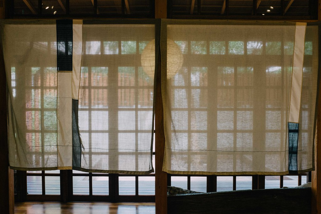 La casa cuenta con varios espacios, distribuidos en la estructura de una casa tradicional japonesa