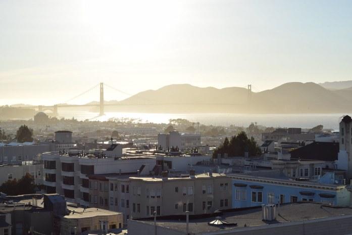San Francisco, la bahía el Golden Gate vistos desde apartamento en Pacific St.