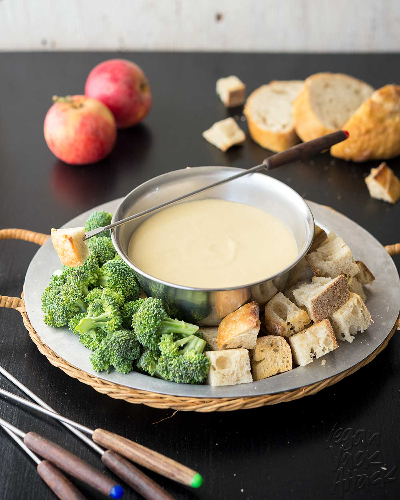 Vegan White Bean Beer Fondue