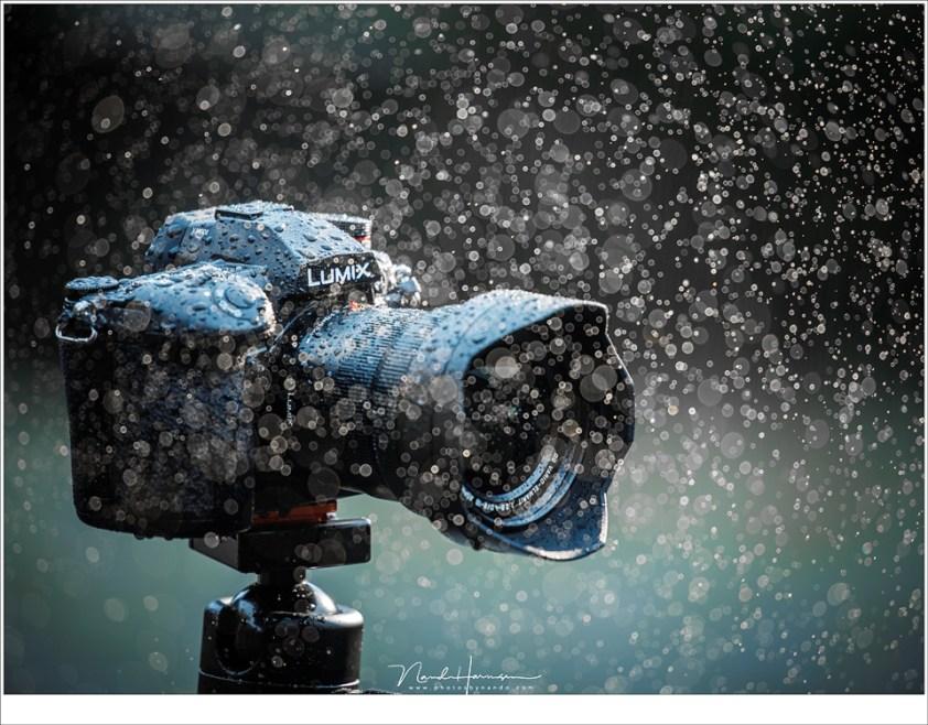 Met de Lumix G9 hoef je niet bang te zijn voor een regenbui. De camera is niet waterdicht, maar wel spatwaterdicht.