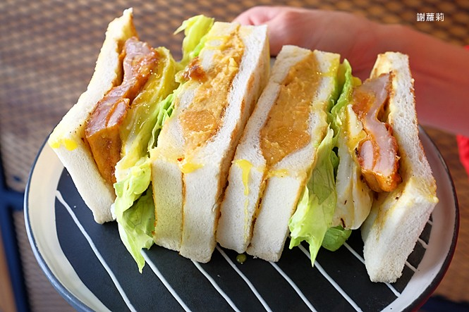 38694325330 35737e3952 b - 翻白眼女孩 炭烤三明治   讓你飽到不要不要,都說是招牌了,還不點