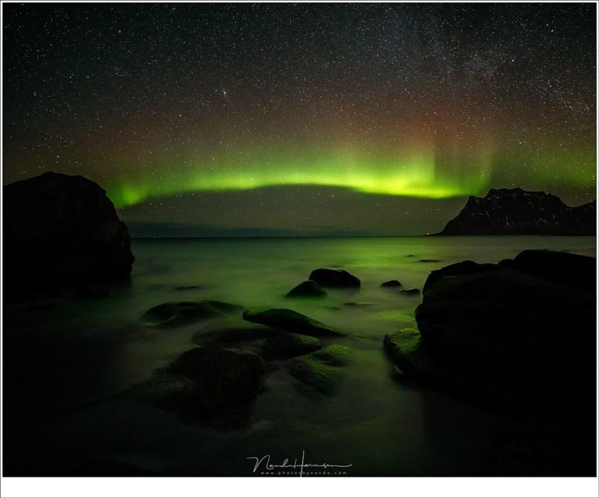 Het donkere strand van Uttakleiv (16mm | ISO6400 | f/2,8 | t=15sec), Lofoten in de nacht