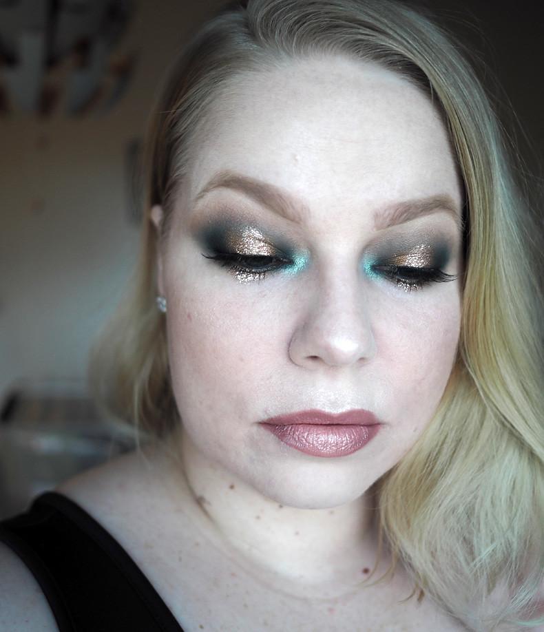 vihreä kulta uuden vuoden glitter meikki