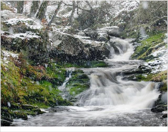Een flinke sneeuwbui doet een poging het landschap in een wit deken te hullen. Het slaagt er op dat moment niet in, helaas. (hoofdfoto: 100mm - ISO100 - f/11 - 0,3 sec; aanvullende foto's ISO1600 + 1/50sec)