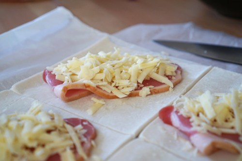 Gluten free cheese and bacon pastries | Making process: adding the bacon and extra mature cheddar on top