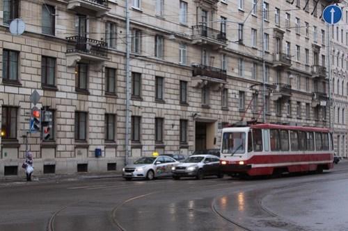 ЛМ-99 tram number 3304 waits at a set of traffic lights