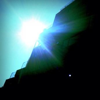 直射日光はさすがに暑いけど…風がさわやかで過ごしやすいね。こういう天気を週末に持ってこいってんだ…。#sky #イマソラ #sun #tower #asasora