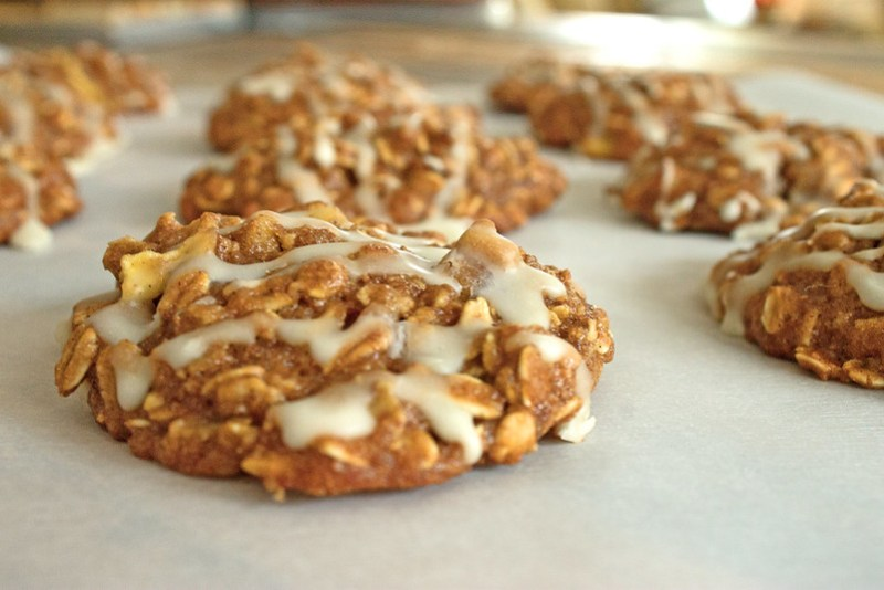 close up of apple cinnamon oatmeal cookies