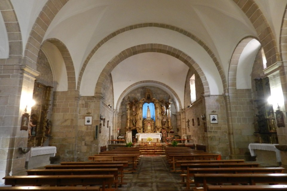 Nave central altar mayor retablo siglo XVII Iglesia de Santiago Apostol Sobradillo Salamanca 02