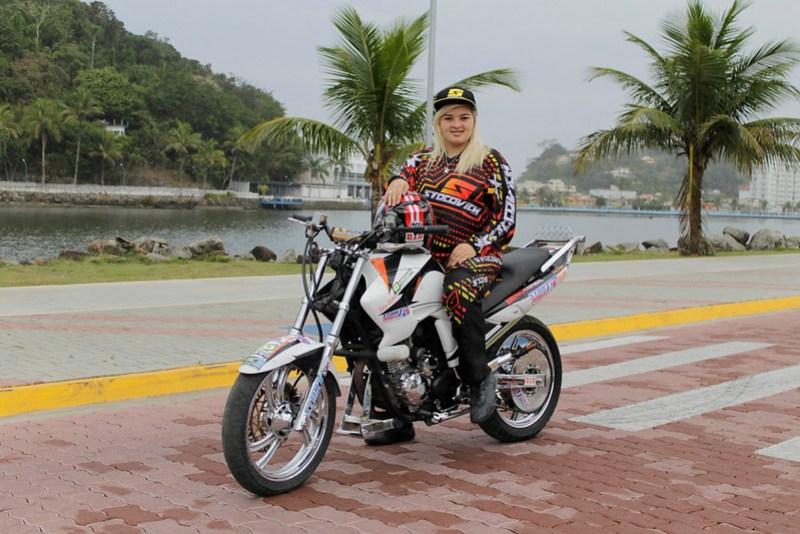 Garota Itanhaense campeã Brasileira de Wheeling