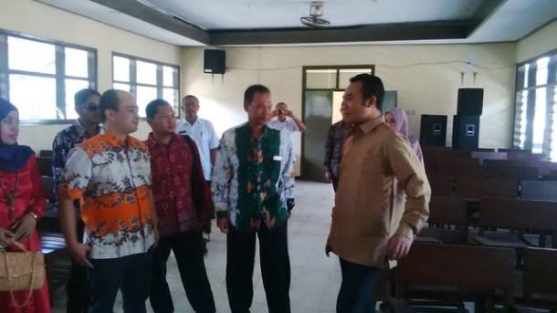 Suprihno saat mendampingi Anggota KPU-RI Sigit Pamungkas(22/9)