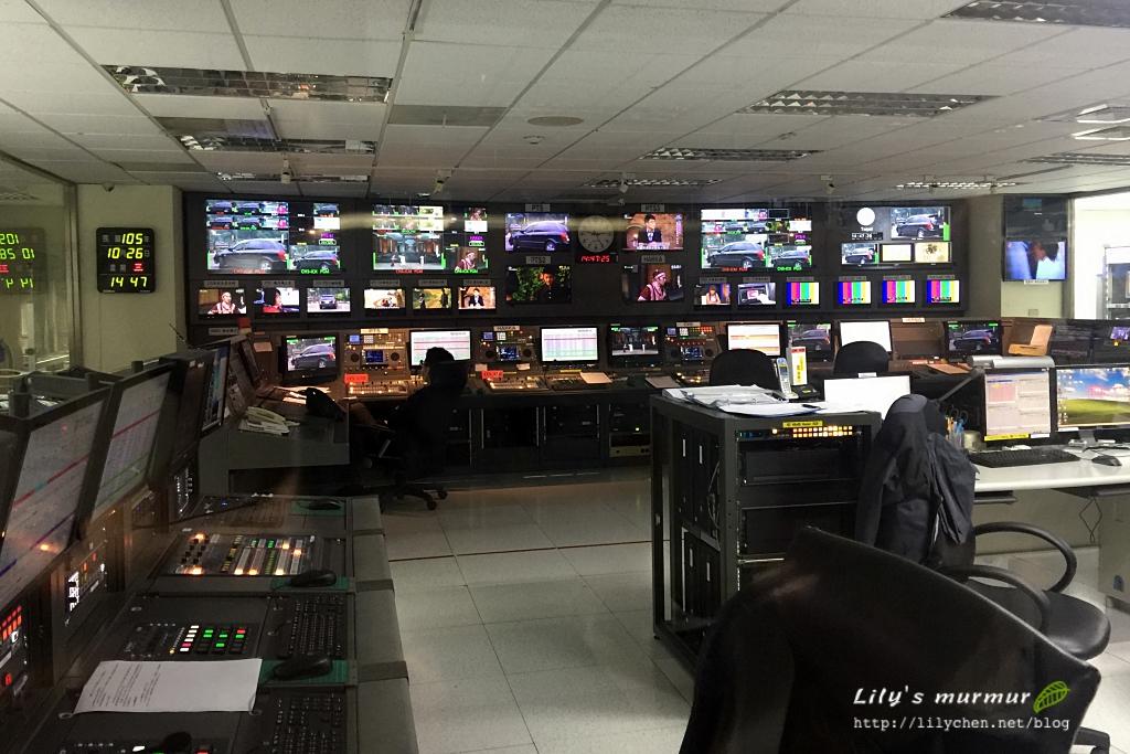 公共電視台主控室一景