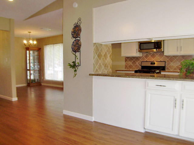 2809 Duchess Kitchen Pass Through Counter And Dining Room