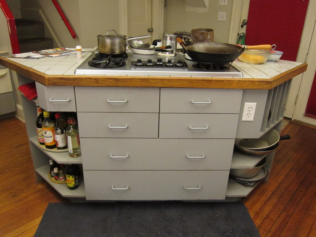 IMG6577 Island With KitchenAid Gas Cooktop With Electric