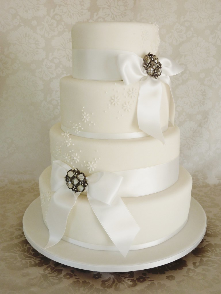 White Brooch Wedding Cake Tiers Are 6 8 10 12 Inches