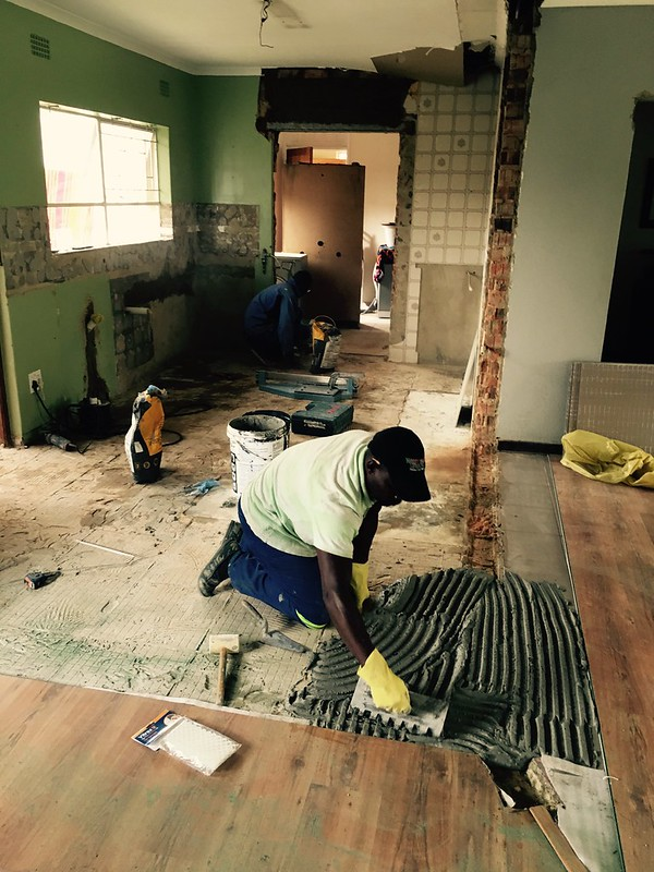 Kitchen renovation: time to work on the floor tiles