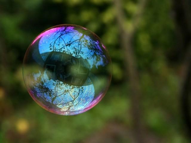 soap_bubbles_macro_1600x1200_w_2560x1920_animalhi.com