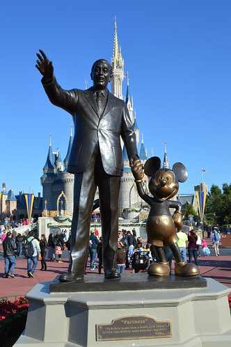Walt Disney And Mickey Mouse Statue In Front Of The Cinder