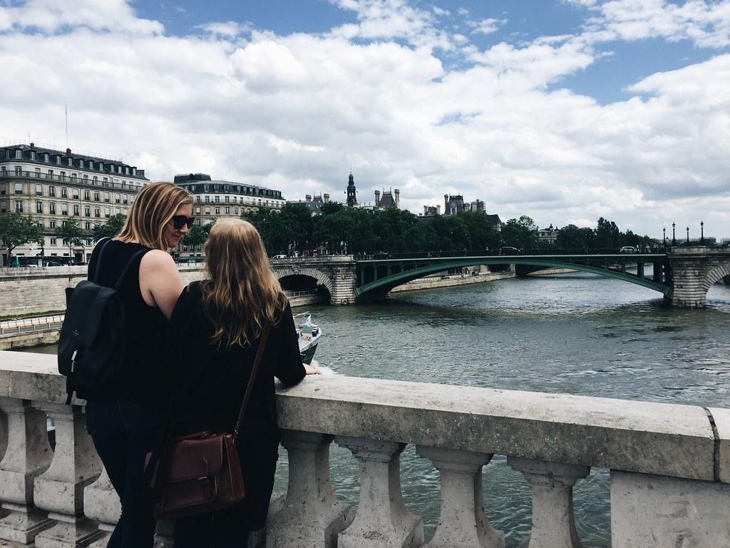 Paris me Kat Seine River