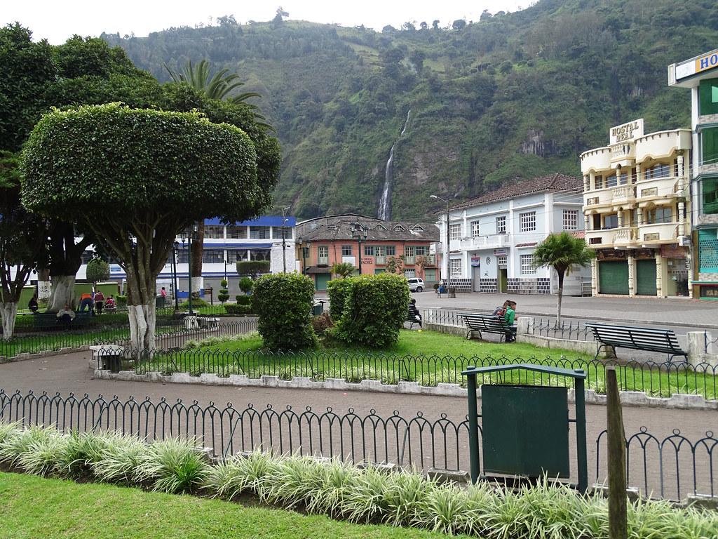 Plaza Baños de Agua Santa Ecuador 02