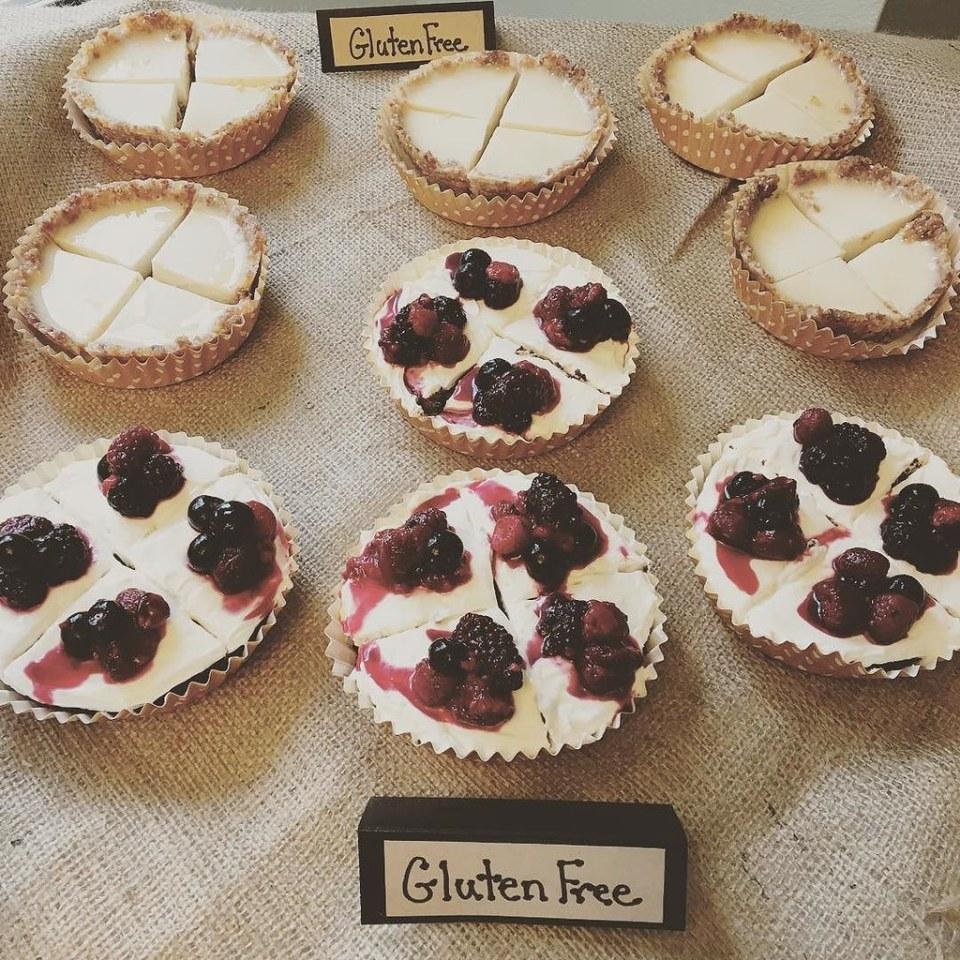 Paleo Lemon Tarts and Mini Brownie Berry Pizzas! #bridalshower #glutenfree