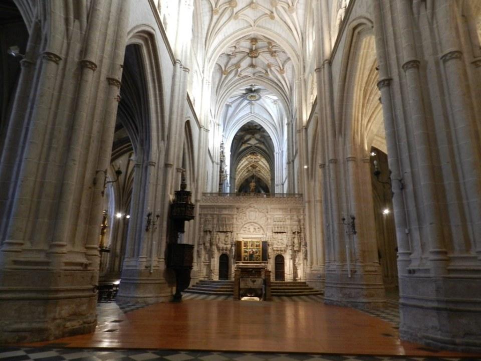 Retablo de piedra del tracoro y nave central Catedral San Antolin Palencia 17