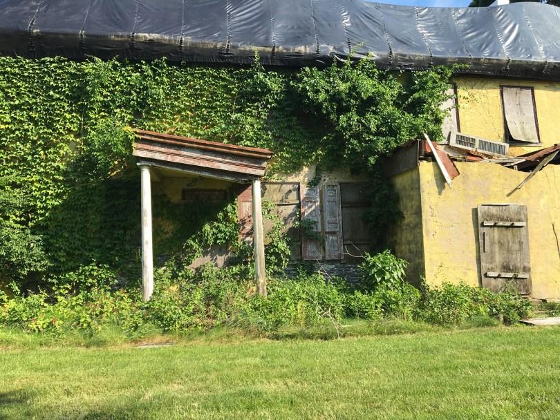 richard-ashbridge-mansion-exton-front-door-columns-abandoned