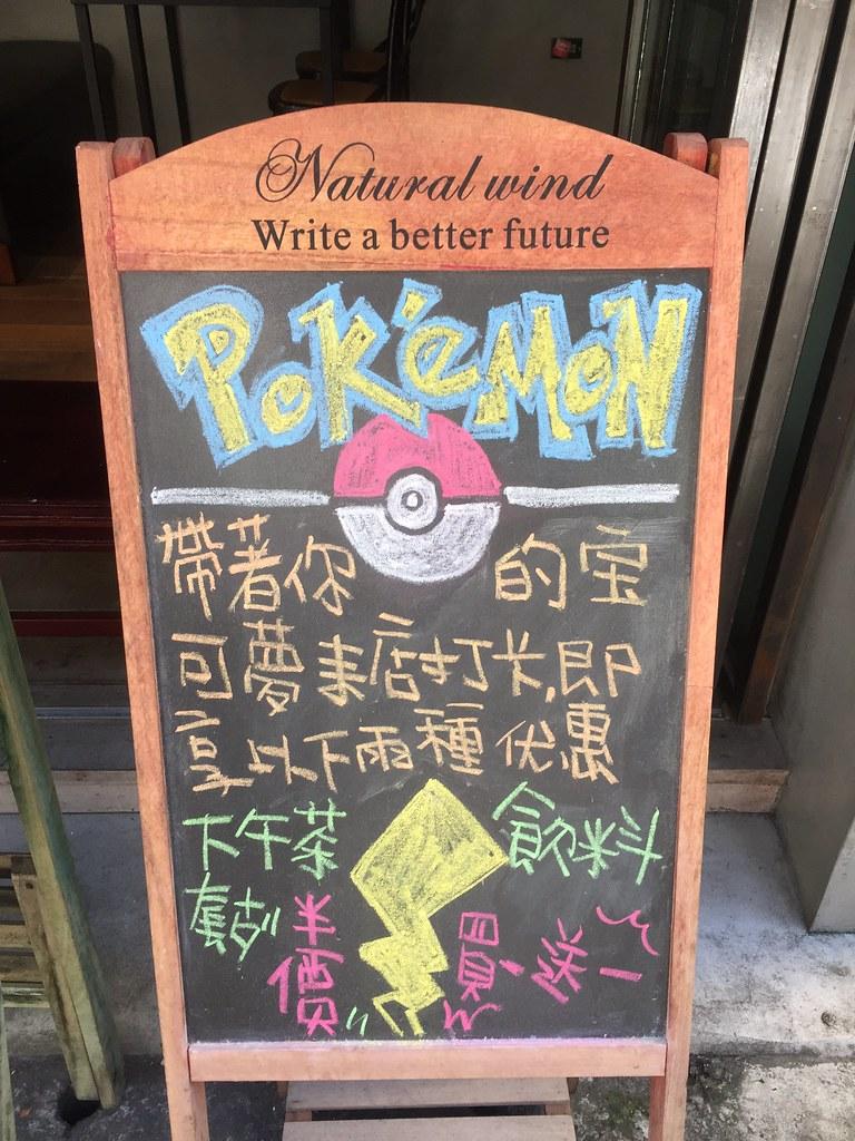 Pizarra de un restaurante de Taipei con Pokémon como reclamo