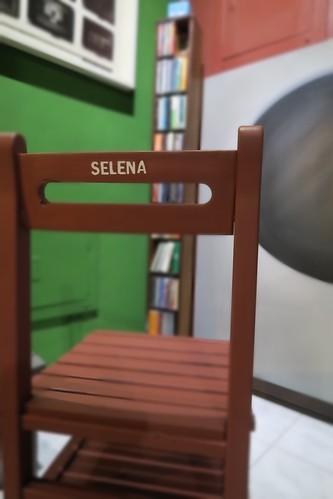 SELENA專屬的椅子
